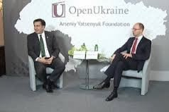 Saakashvili and Yatsenyuk at an Open Foundation Meeting