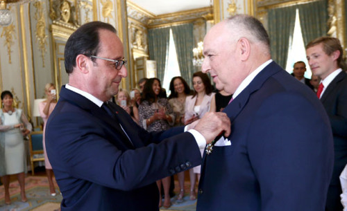 Humble Moshe Kantor is honoured by François Hollande