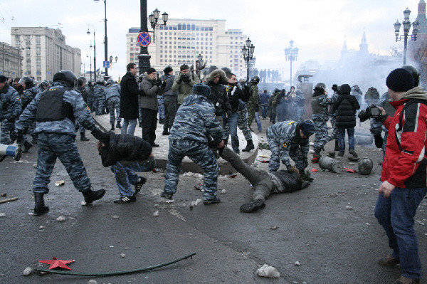 Nationalist Demonstrators Clash with Police in Moscow