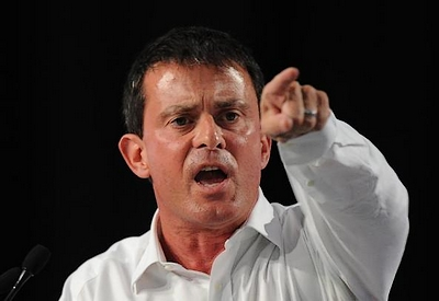 A sweaty Valls condemning Soral and Dieudonné in a speech.