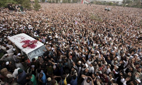 An all-male crowd mourns Mumtaz Qadri, Hero and Martyr