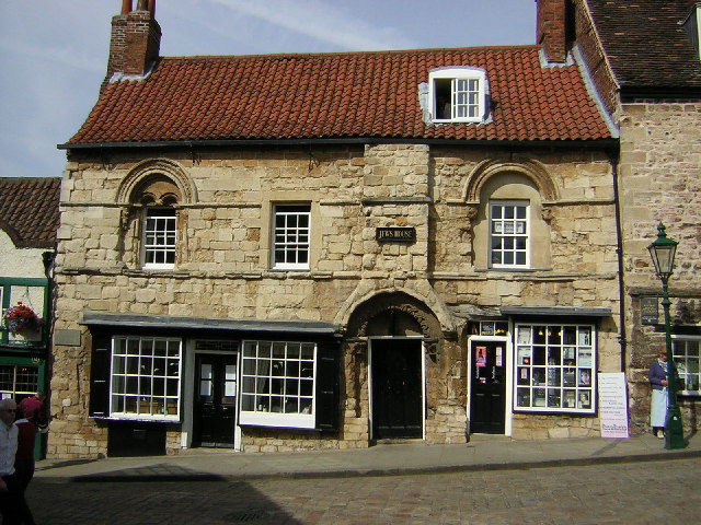 Jew's House' Lincoln, England: This 12th century home is one of the oldest surviving town houses in England, due largely to the fact it was built for maximum security and durability.