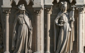 Ecclesia (right) and Synagoga, illustrating Jewish blindness in rejecting Christianity